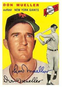 Don Mueller Autograph on a 1954 Topps Archive (#42)
