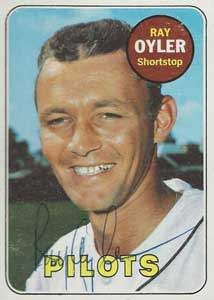 Ray 'Little Bus' Oyler Autograph on a 1969 Topps Baseball Card (#178 | <a href='../baseball_cards/baseball_cards_oneset.php?s=1969top01' title='1969 Topps Baseball Card Checklist'>Checklist</a>)
