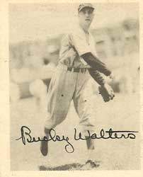 Bucky Walters Autograph on a 1939 Play Ball Baseball Card (#22 | <a href='../baseball_cards/baseball_cards_oneset.php?s=1939pla01' title='1939 Play Ball Baseball Card Checklist'>Checklist</a>)