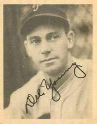 Del Young Autograph on a 1939 Play Ball Baseball Card (#33 | <a href='../baseball_cards/baseball_cards_oneset.php?s=1939pla01' title='1939 Play Ball Baseball Card Checklist'>Checklist</a>)