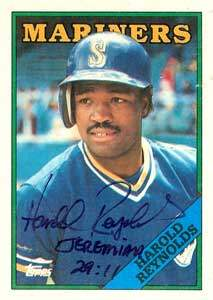 Harold Reynolds Autograph on a 1988 Topps Baseball Card (#485 | <a href='../baseball_cards/baseball_cards_oneset.php?s=1988top08' title='1988 Topps Baseball Card Checklist'>Checklist</a>)