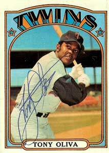Tony Oliva Autograph on a 1972 Topps Baseball Card (#400 | <a href='../baseball_cards/baseball_cards_oneset.php?s=1972top01' title='1972 Topps Baseball Card Checklist'>Checklist</a>)